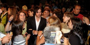 Ian surrounded by fans, San Seb